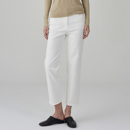 Straight crop cutting white jean