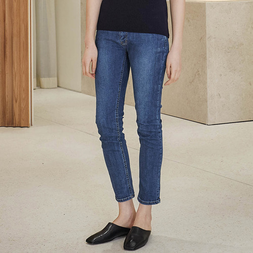 CARE SLIM STRAIGHT JEANS