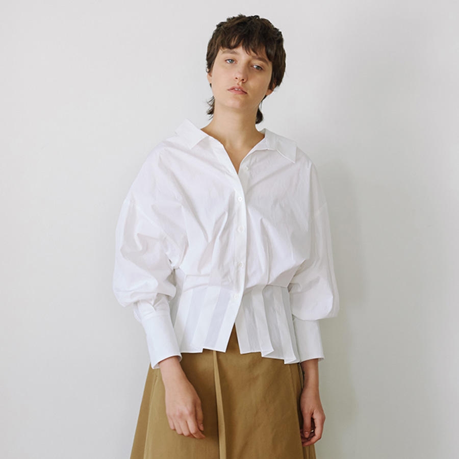 Pleated Shirt with puffed sleeves