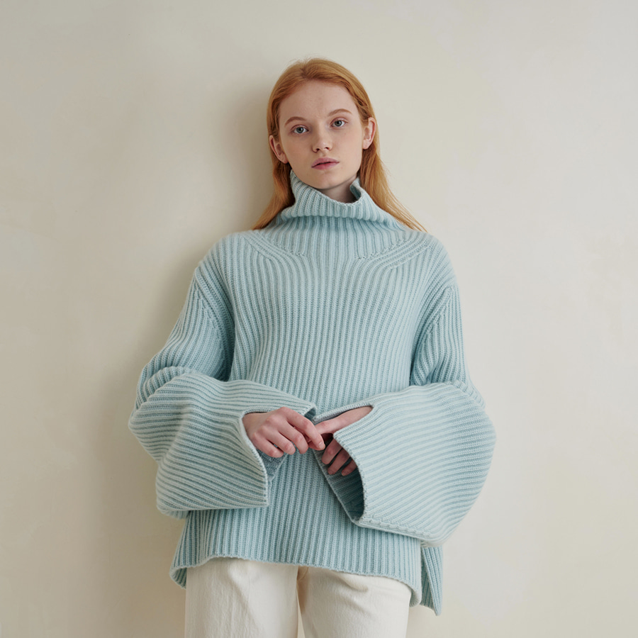 Molly High-neck solid sweater