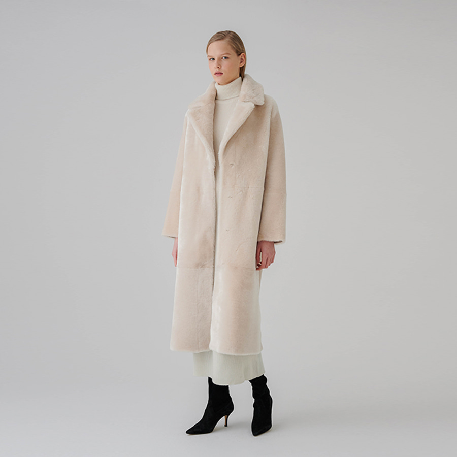Straight shearing collar coat