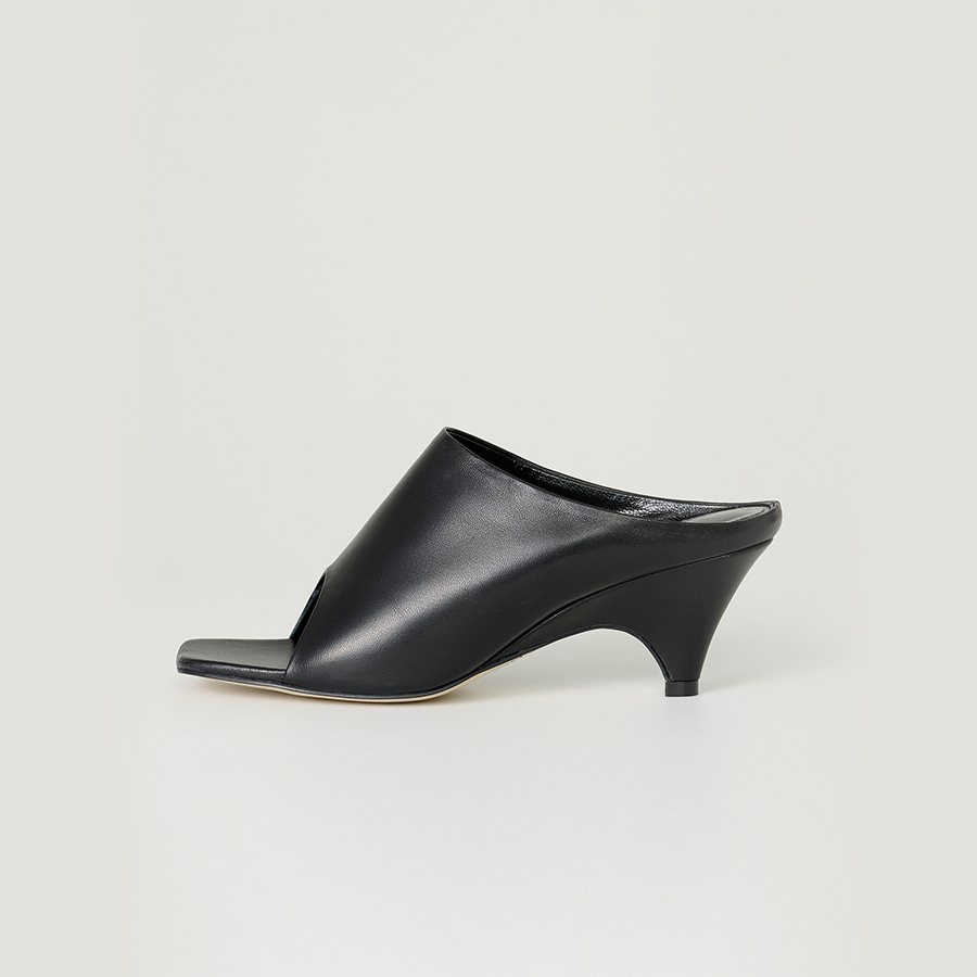 Open-toe side curved mules