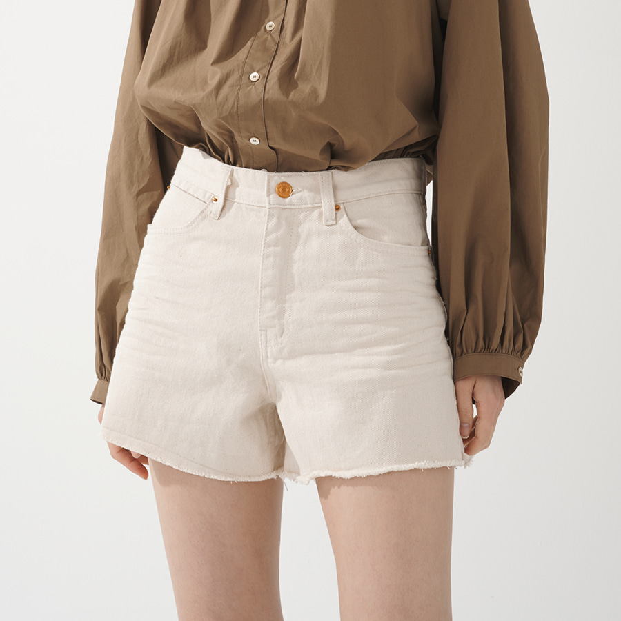 Lasse cream shorts