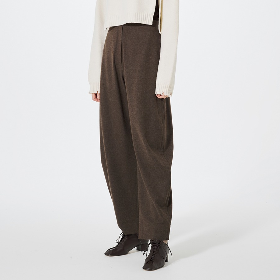 Curved wool pants