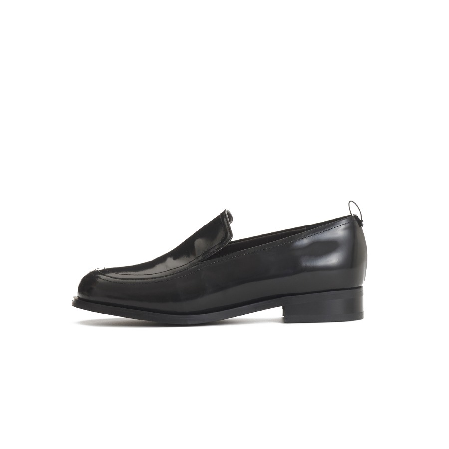 Box leather loafer