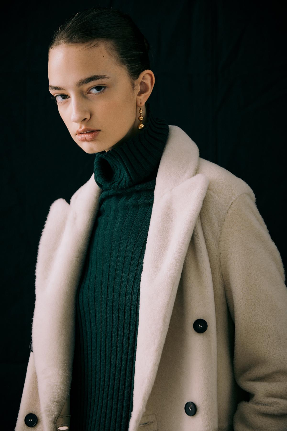 코트 모델 착용 이미지-S12L15