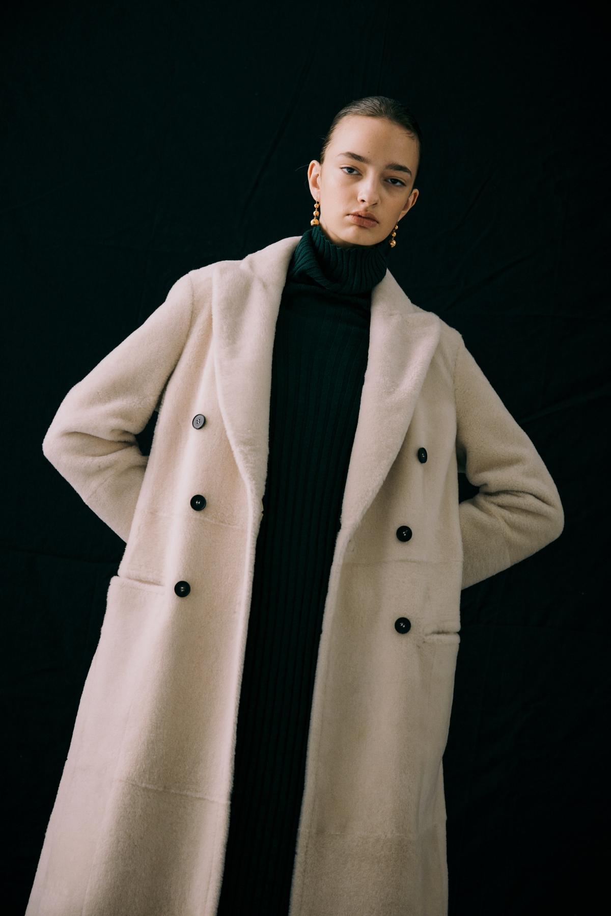 코트 모델 착용 이미지-S12L1