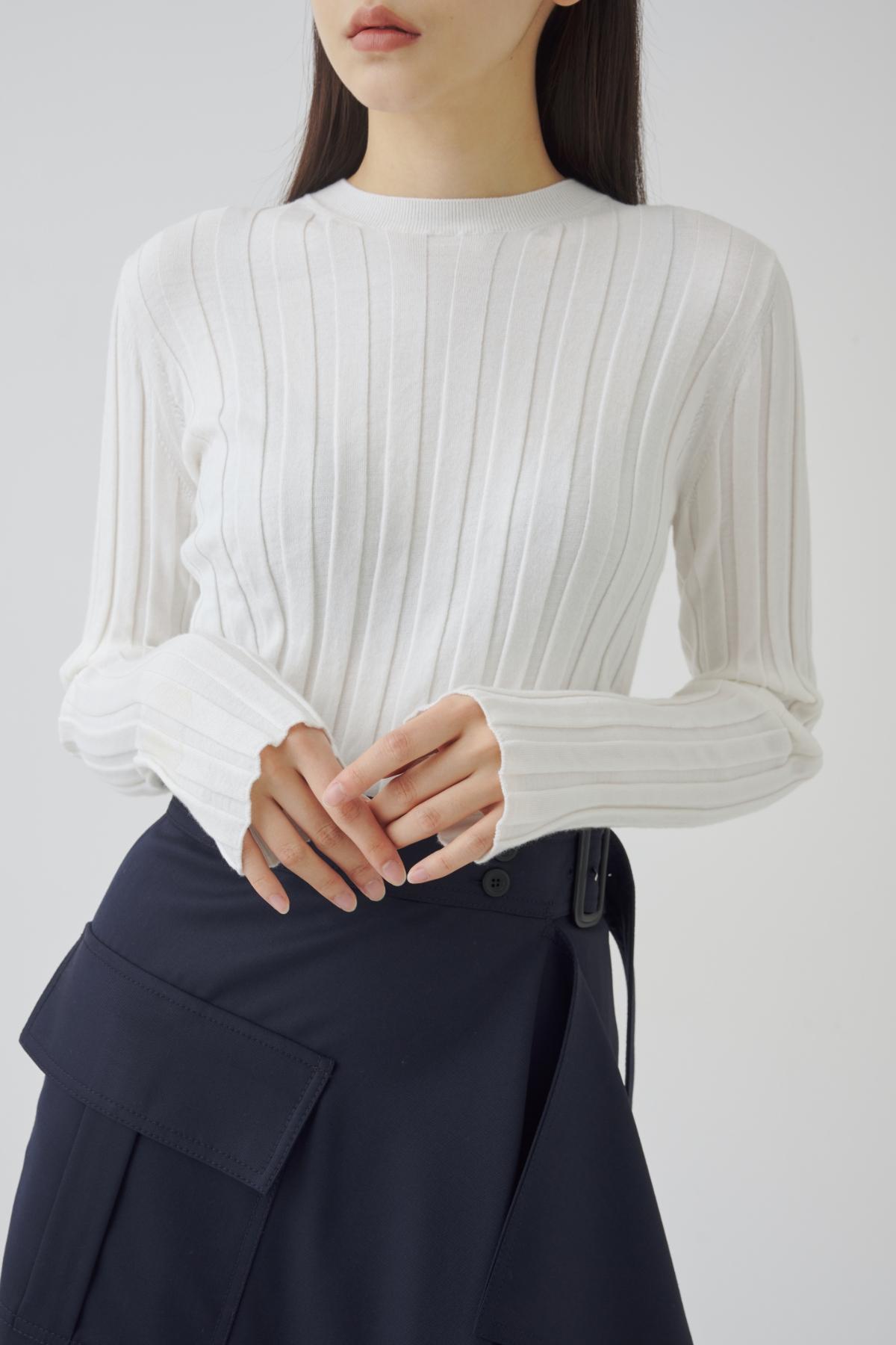 긴팔 티셔츠 모델 착용 이미지-S1L58